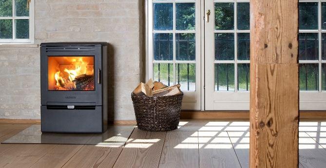 kaminofen aduro 6 stahl schwarz 7 kw schlichtes design. Black Bedroom Furniture Sets. Home Design Ideas